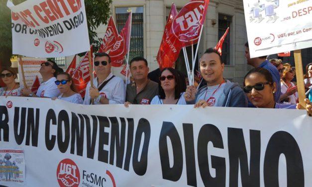 Concentración protesta del sector de Contact Center en la puerta del Ayuntamiento de Sevilla