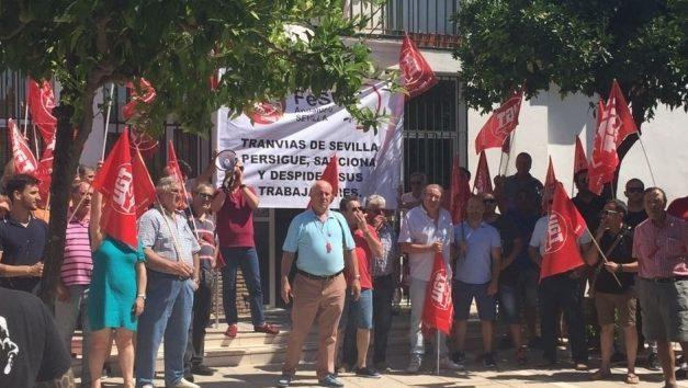 Concentración contra el despido del Presidente del Comité de Empresa de Tranvías de Sevilla