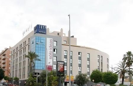 El Hotel Tryp Indalo Almería pretende cerrar dejando en la calle a 47  trabajadores