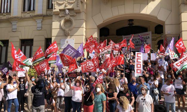 UGT Málaga se concentra contra la apertura comercial ilimitada en Málaga