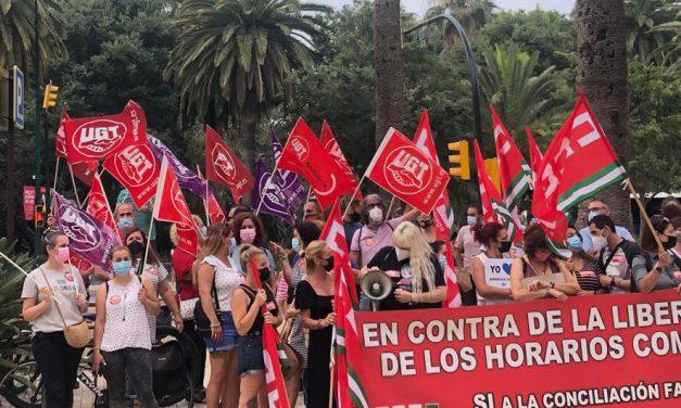 UGT Málaga se concentra contra la apertura comercial ilimitada